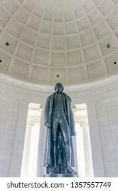 Thomas Jefferson's statue in the Jefferson memorial.