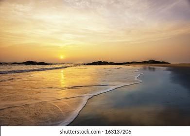 Thottada, Kannur, Kerala, India. Chera beach and Chera rock at sunset and the Arabian Sea at low tide near the village of Thottada, 10 km south of Kannur, in north Kerala, south India.
