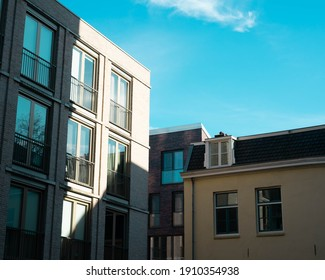 Drei Gebäude nebeneinander