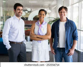 Three collegues standing next to each other in an office