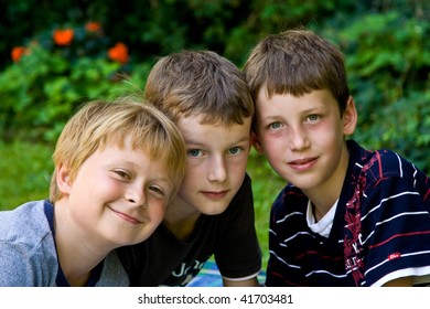 three friends stick together