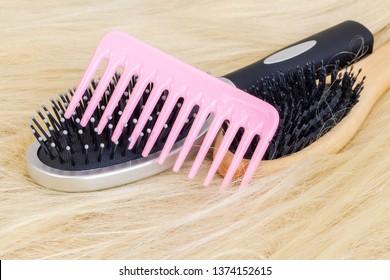 Three hairbrush on wig