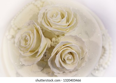 Three roses on a cake