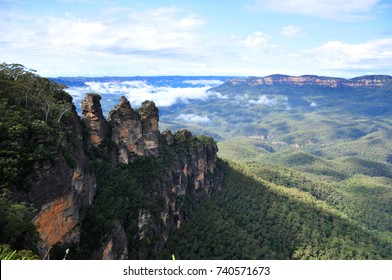 Three Sisters - Blue Mountain view point in blue sky day, Sydney, New South Wales, Australia