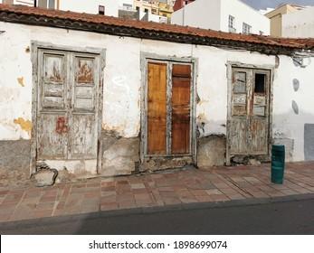 Drei Spanisch-Holztore