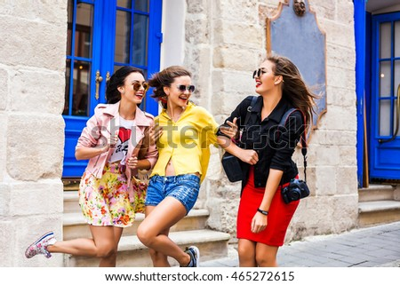 ETTA: Three Cute Girls Fooling Around
