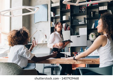 three young multicultural businesswomen having informal meeting in modern office – resourceful, freelance, dedication