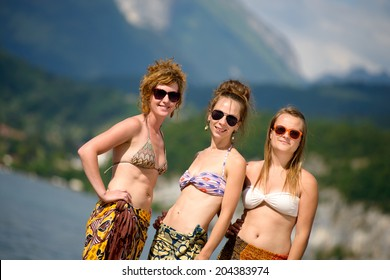 three young women make tourism in French Alps