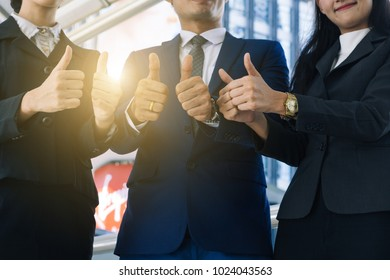 thumbs up from business peoples
