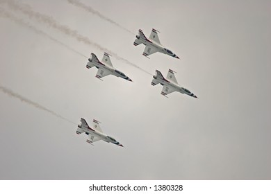 Thunderbirds Formation Dive