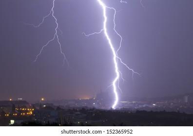 thunder-bolt, lightning; thunderstorm over city
