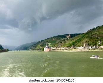Thunderstorm mood on the Rhine