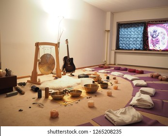 Tibetan singing bowls, sound of healing, Meditation and relax, sound bath, setting for sound bath.