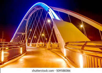 Tied arch bridge in Minneapolis, Minnesota