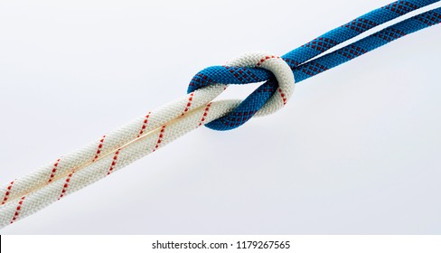 Tied rope together a knot.