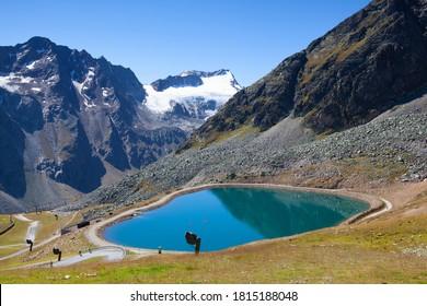 オーストリア・チロルのウータル・アルプスにあるスルデンの近くに位置するティーフェンバッハ氷河。 冬の間は、ケーブルカーや春から車でアクセスでき、グレッチェルストラスを使っています