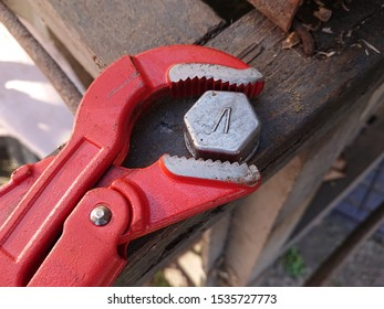 Tighten a bolt using an adjustable wrench