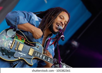 TILBURG, THE NETHERLANDS - JUNE 17: Stephen Marley sings on the second day of the two-day Festival Mundial on June 17, 2012 in Tilburg