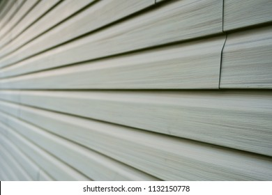 Tiles of vinyle covering an exterior wall of a residential home in North America in order to isolate the house from the cold winter season.