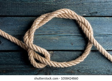 Timber Hitch Knot. Rope node.