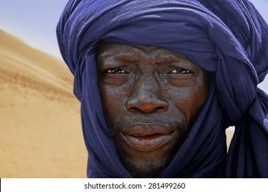 TIMBUKTU, MALI, 02-SEPTEMBER-2011 Tuareg blue turban in the desert dunes of Timbuktu