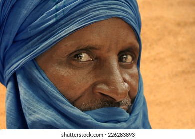 TIMBUKTU, MALI, AFRICA - AUGUST, 25, 2011 Tuareg man on the desert of Timbuktu