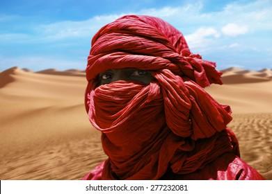TIMBUKTU, MALI - SEPTEMBER - 05-2011 Red turban Tuareg desert dunes near Timbuktu in Mali