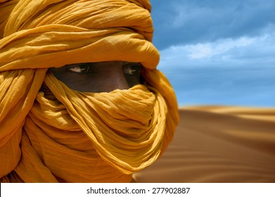TIMBUKTU, MALI - SEPTEMBER - 05-2011 Yellow turban Tuareg desert dunes near Timbuktu in Mali