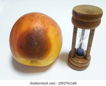 Time has it that the apple hurts