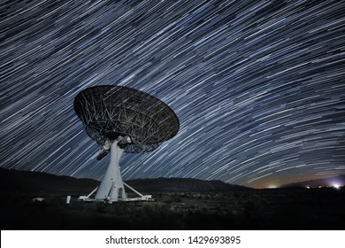 Time Lapse Star Trail Image at Night Long Exposure