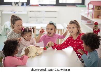 Time for music. Children in preschool.