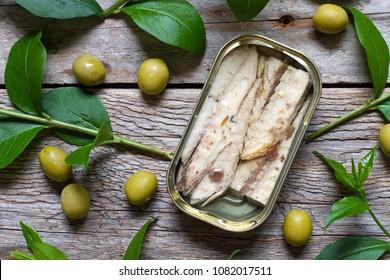 Tin of mackerel and olives