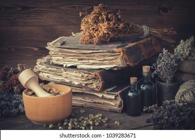 Imágenes, fotos de stock y vectores sobre Old Healer