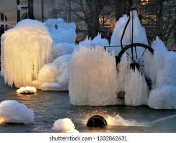 The Tinguely fountain, with its enchantingly sculpted waterworks, is a meeting place for Basel's youth both in the summer and in the winter.