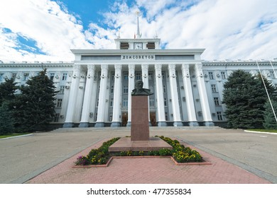 TIRASPOL, TRANSNISTRIA - CIRCA AUGUST 2016: House of Soviets with Lenin statue in Tiraspol, the capital of Transnistria, a self governing territory not recognised by United Nations