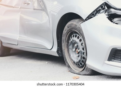 Tire deterioration is the cause of the accident.