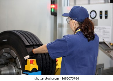 Tire retreading industry for trailers and trucks