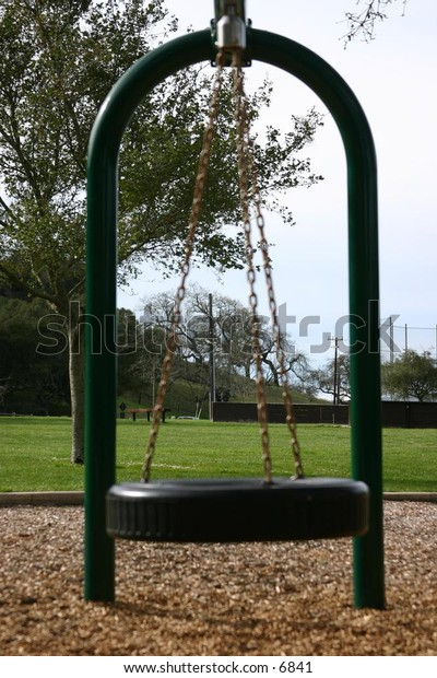 tire swing awaits its next playmate