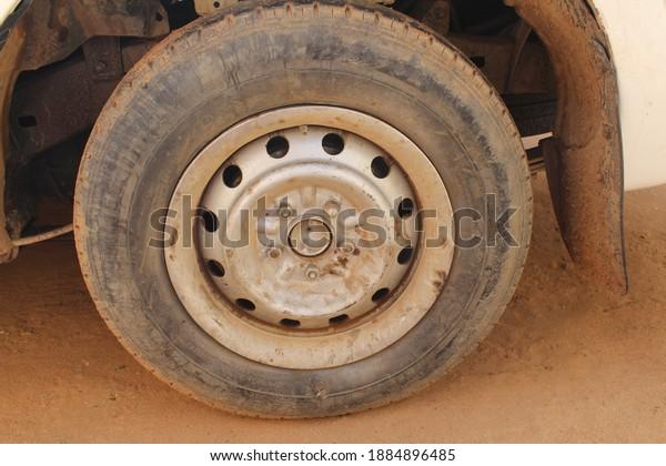 tire-toyota-hilux-khartoum-sudan-600w-18