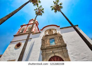 Tlaquepaque scenic churches during a peak tourist season