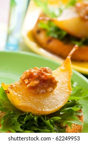 toast with caramelized pears and walnuts