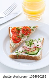 Toast with quark cheese and vegetables