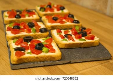 Toasts Fresh cheese, tomatoes, olives, basil