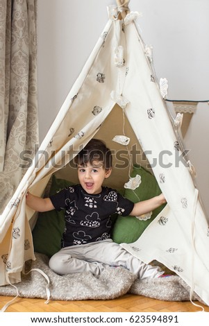 pretty nice 7ebe5 48285 Toddler Boy Playing Teepee Stock Photo (Edit Now) 623594891 ...