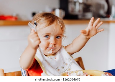 Toddler girl gesturing with a fork at table  – Kempen, Germany