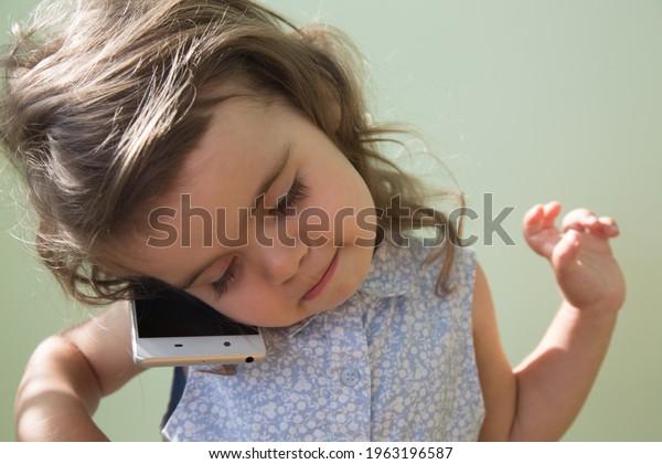 toddler-girl-mobile-closeup-selective-60