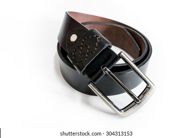 Toe black leather belt for men.