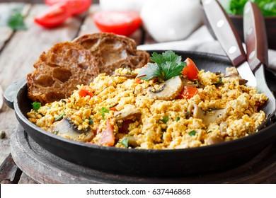 Tofu scrambled with mushrooms and tomatoes