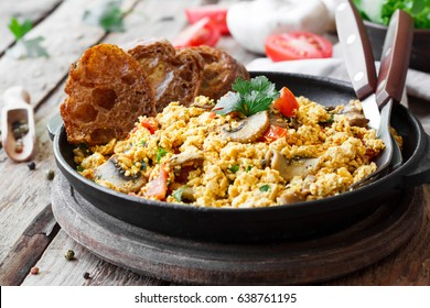 Tofu scrambled with mushrooms and tomatoes