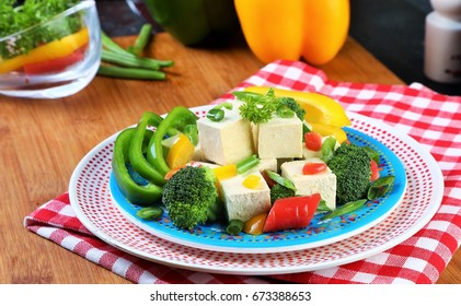 Tofu vegetables salad with garnishing